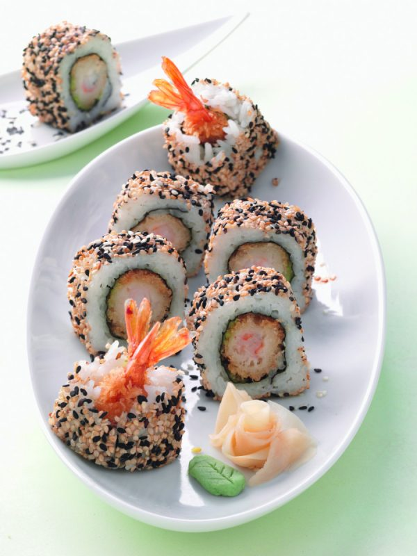 Black & White Shrimp-Rolls (California Roll mit frittierten Garnelen)