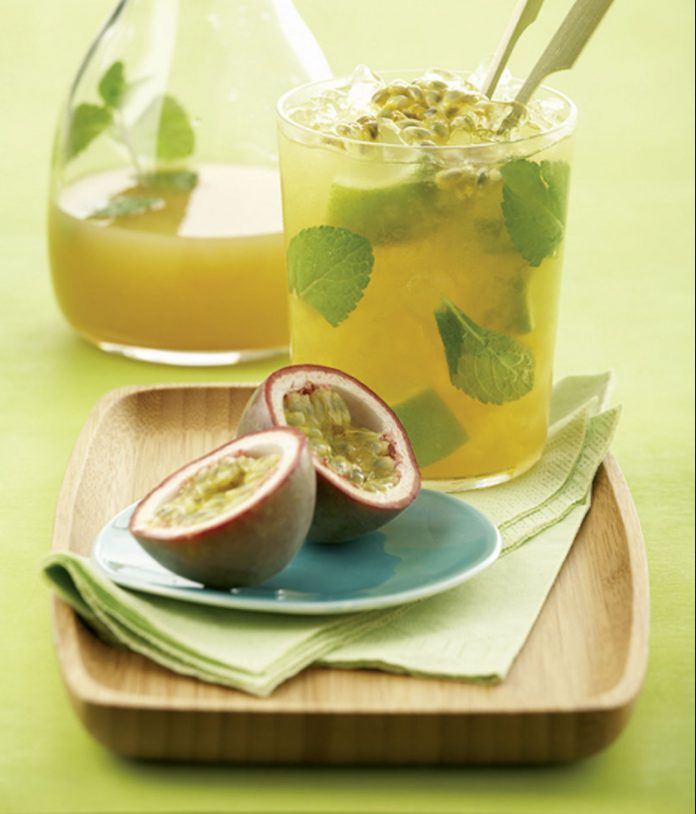 Sommer-Drink Apfel-Maracuja-Mojito Maracuja
