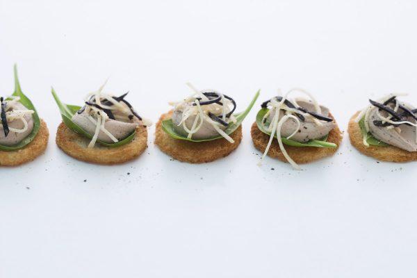 Canapés mit Entenlebercreme und Sellerie-Trüffel-Salat - von Johann Lafer