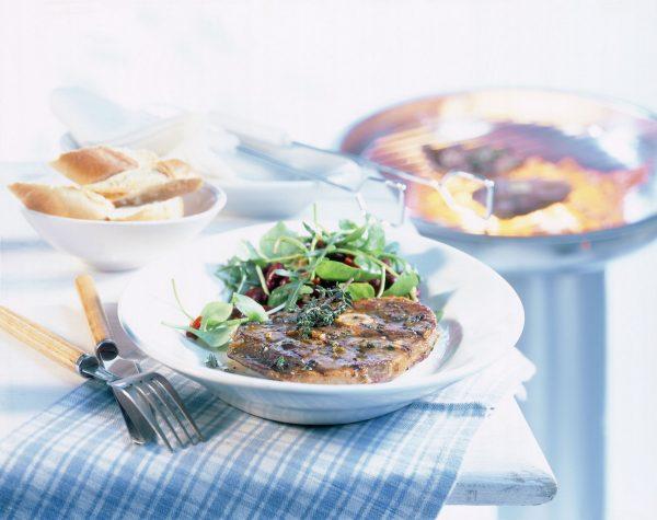 Marinierte Lammkeulensteaks mit Bohnensalat