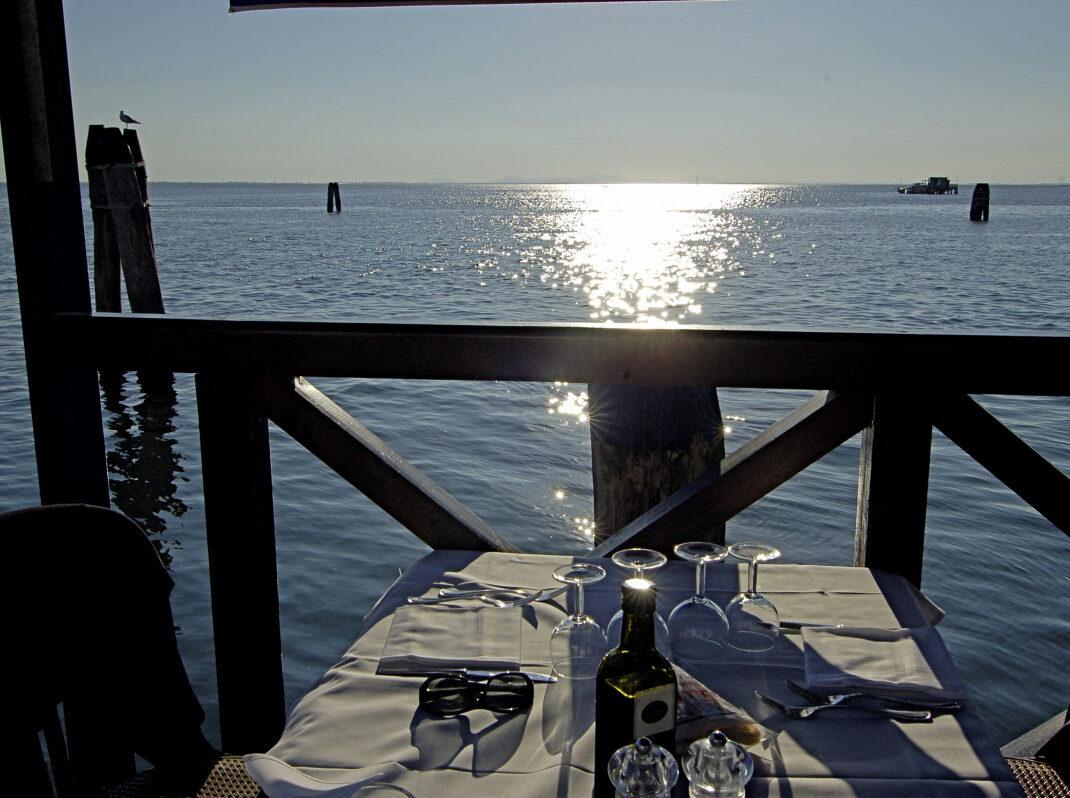 Sehnsuchtsorte - Meer gedeckter Tisch