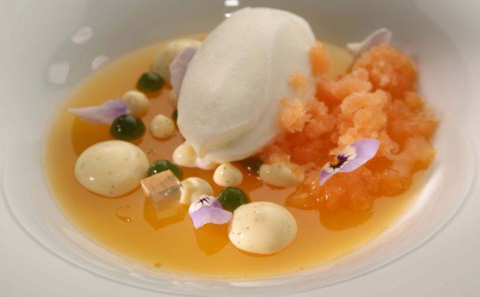 Aprikosengelee mit Bergamotteis von Heinz Beck
