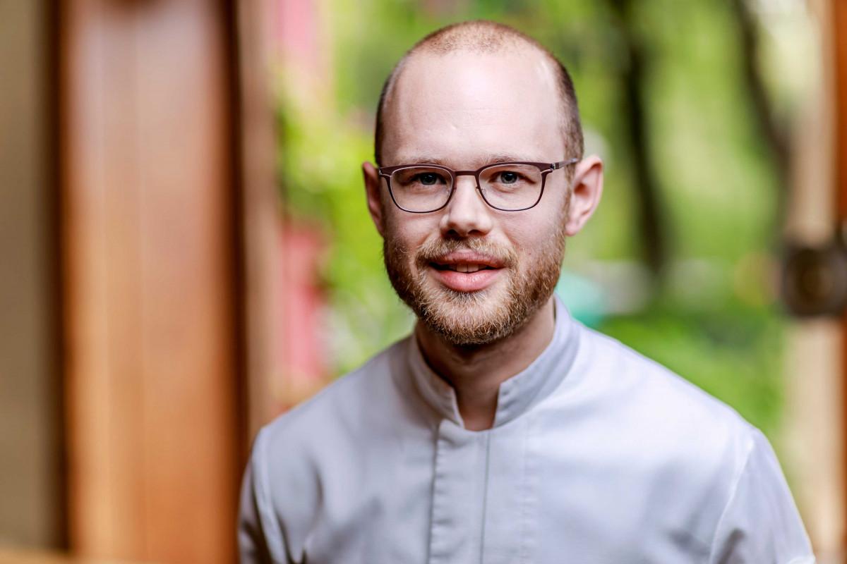 René Klages, Restaurant 17fuffzig, kocht Jakobsmuschel für das Berlin Menü - Auszeichnung zum Meister der Region 2017