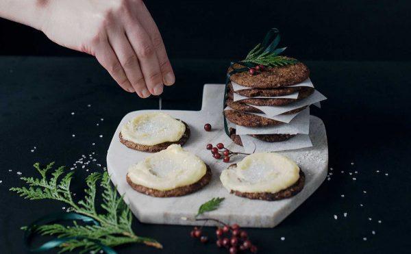 Lebkuchen-Plaetzchen mit Eierlikoerfrosting 5