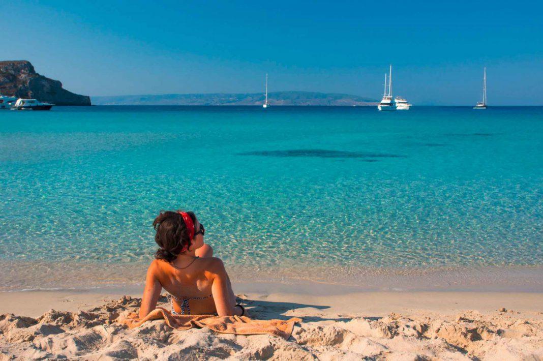 Ab in die Sonne: Kalamata und mehr Reiseziele in nur drei Flugstunden erreichbar