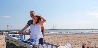 Schlafstrandkorb, Zirkuswagen oder im Waldkorb? Ungewöhnliche Übernachtungsmöglichkeiten an der Ostsee und Nordsee in Schleswig-Holstein