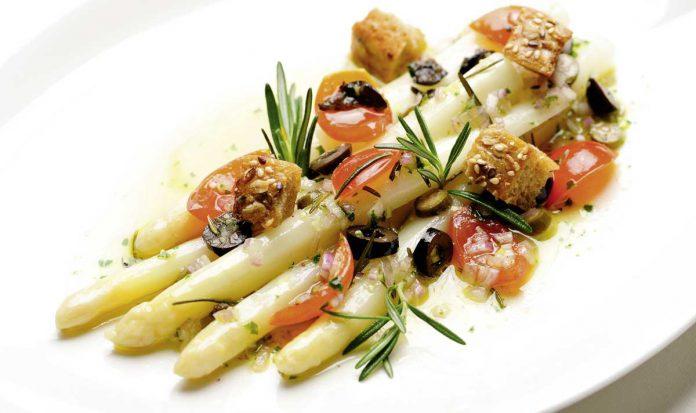 Griechischer Spargelsalat