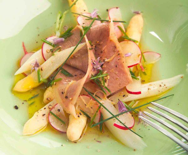Lafer Salat von Spargel und Tafelspitz mit Schnittlauch-Radieschen-Vinaigrette