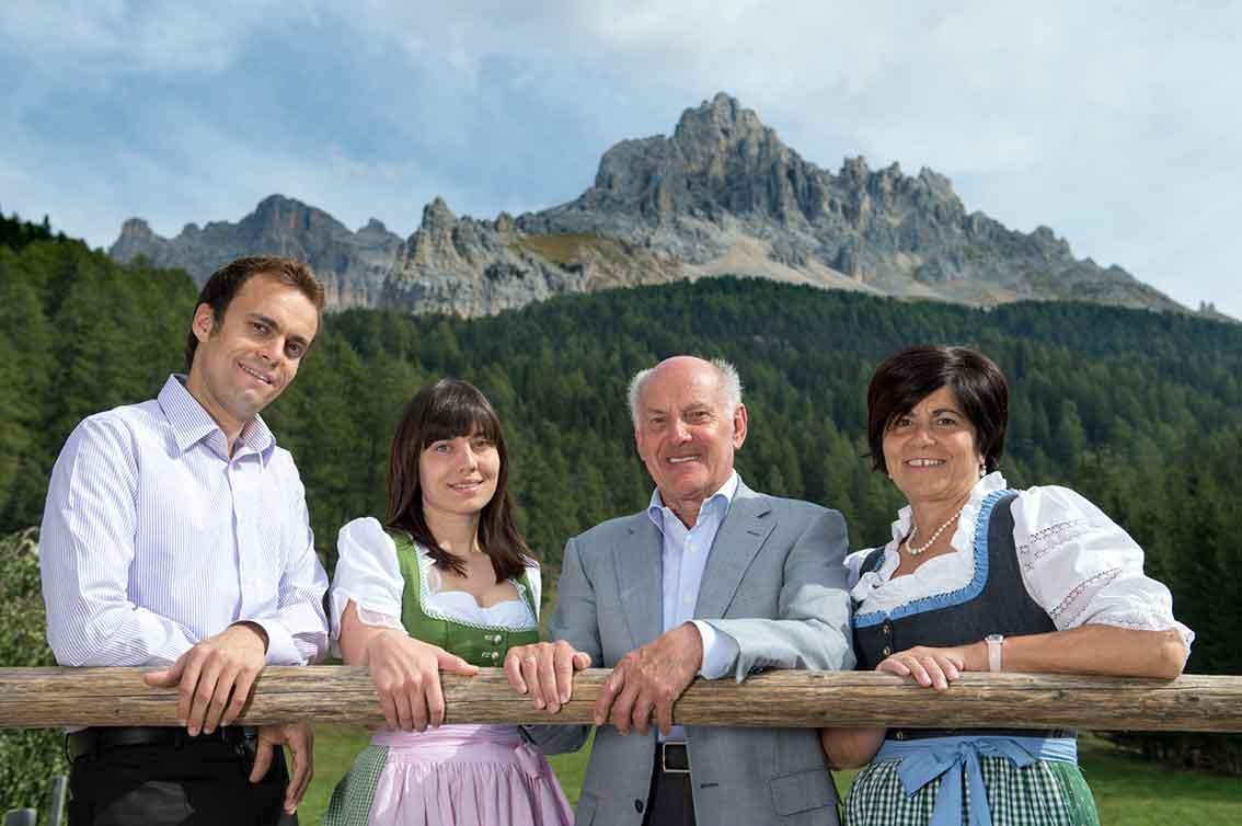 Dolomiten erleben im Südtiroler Gourmethotel Sonnalp in Obereggen: Familie Weissensteiner