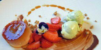 Italienische Süßspeise Panna Cotta & Limetten-Basilikum-Eis