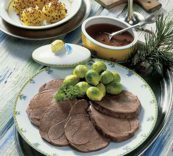 HIrschbraten mit Rosenkohl und Kartoffelknödeln