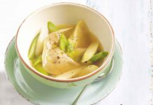 Gemüsebouillon mit Spargel und Frischkäse Wan Tan