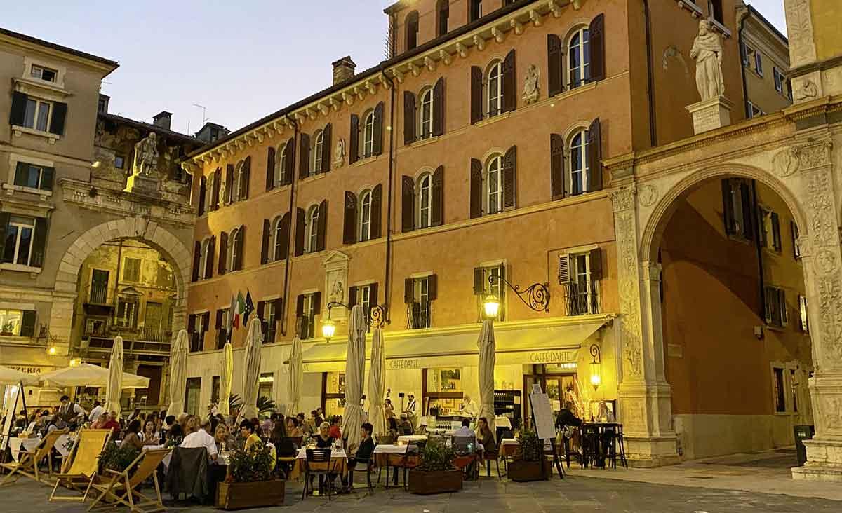 Verona, die Valpolicella-Weinberge und der Gardasee