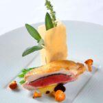 Perlhuhnbrüstchen mit Taube, Perigord Trüffeln und Foie Gras-Croustillants