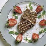 Schokoladen-Terrine mit Erdbeeren