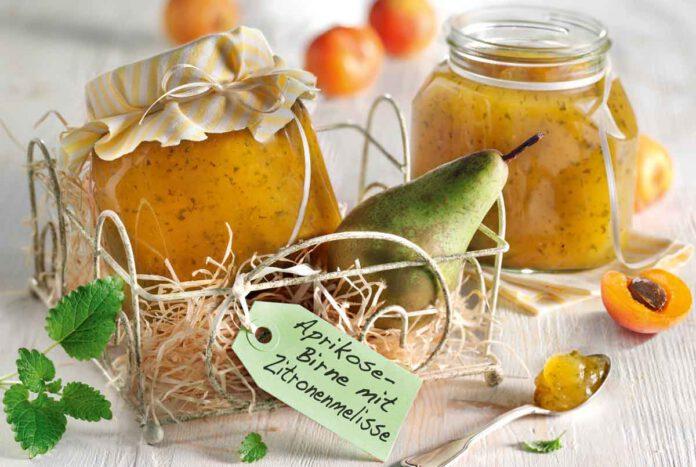 Aprikosen-Birnen-Aufstrich mit Zitronenmelisse