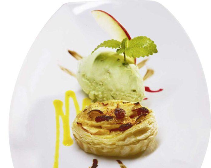 Lauwarmes Apfelküchle mit Apfel-Minzsorbet