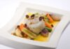 Cornelia Poletto: Kabeljautörtchen auf venezianischem Gemüse an Asti-Rosinen