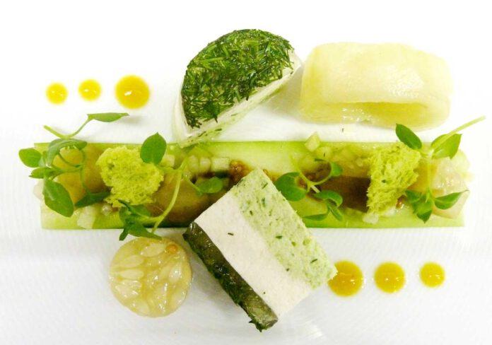 Kräuterquarkmousse – Räucheraal-Crêpe – Apfel-Gurkensalat